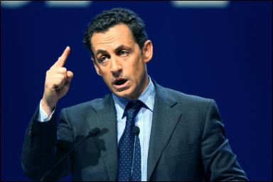 Sarkozy_FascisteMenacant